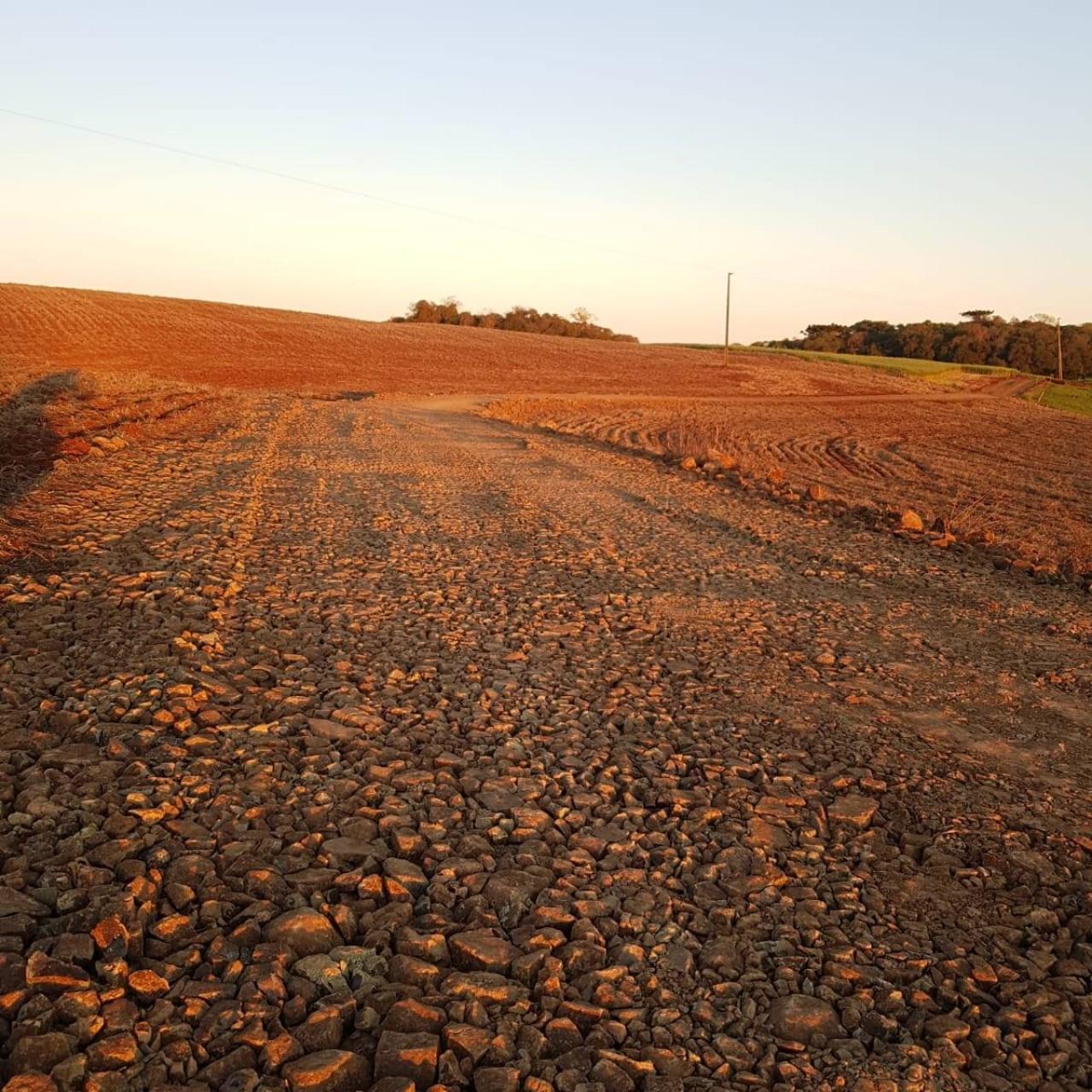 Manutenção das estradas de Colônia Nova é realizada em Vila Lângaro