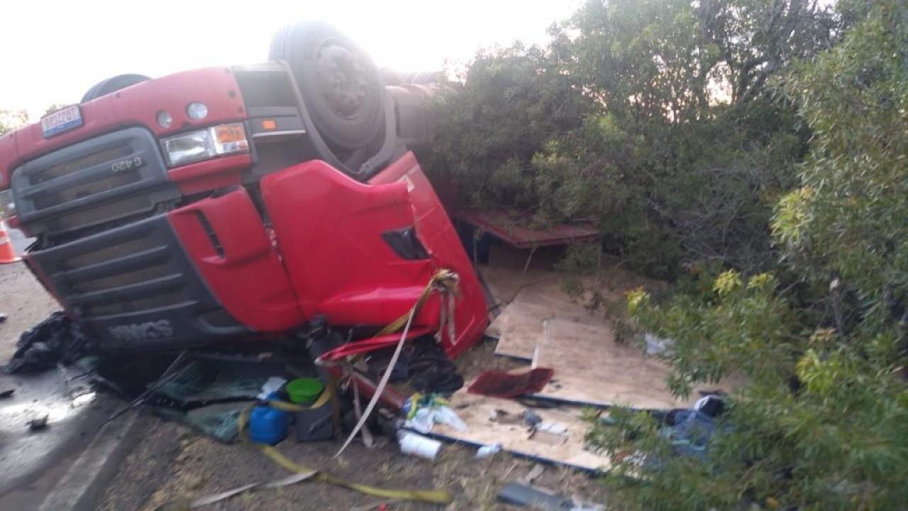 Caminhoneiro de Passo Fundo morre após acidente em Uruguaiana
