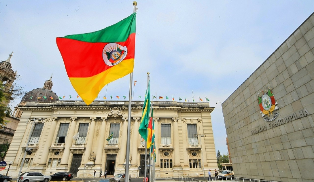 Governo do RS quita pagamento de 79% dos servidores na sexta