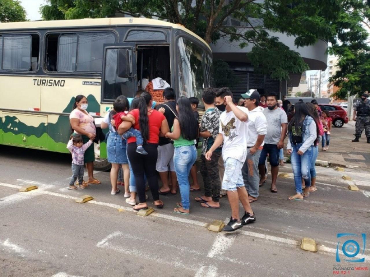Indígenas de Cacique Doble protestam em frente à Funai em PF